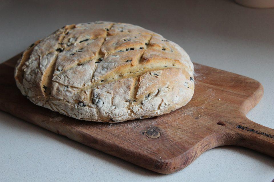 pane con olive con farina 1