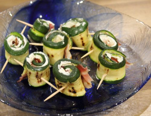 Involtini di zucchine grigliate con pancetta e philadelphia