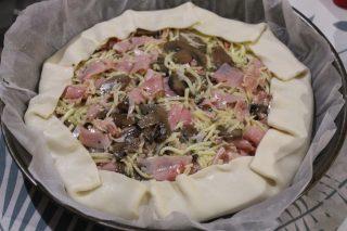torta salata con prosciutto funghi e mozzarella