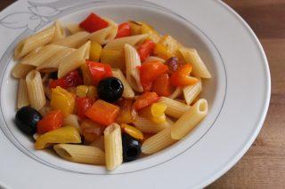 pasta con peperoni olive capperi