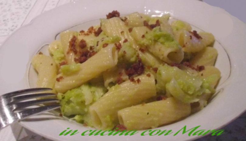 Pasta e broccoli verdi con mollica fritta.-in cucina con Mara