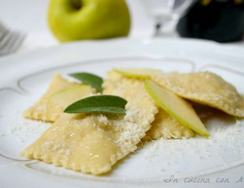 Ravioli alle mele ricetta primo piatto