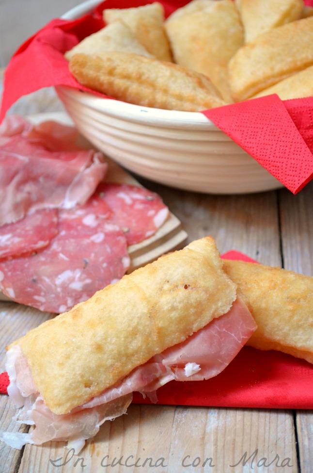 Gnocco fritto ricetta tipica emiliana in cucina con mara - Gnocco in cucina ...
