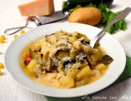 Minestra di pasta con zucchine e patate