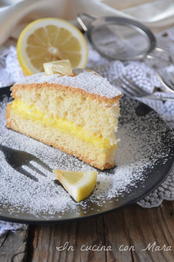 Pan di spagna con crema pasticcera al limone
