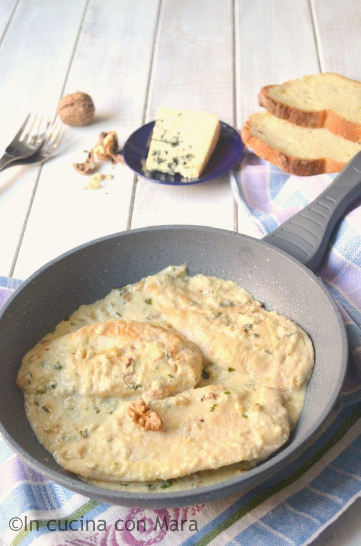 Petti di pollo cremosi con gorgonzola e noci