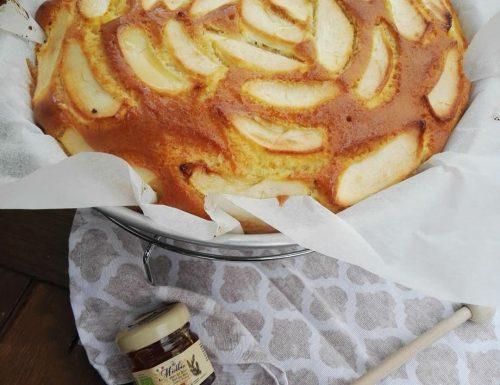 Torta di mele con yogurt e miele
