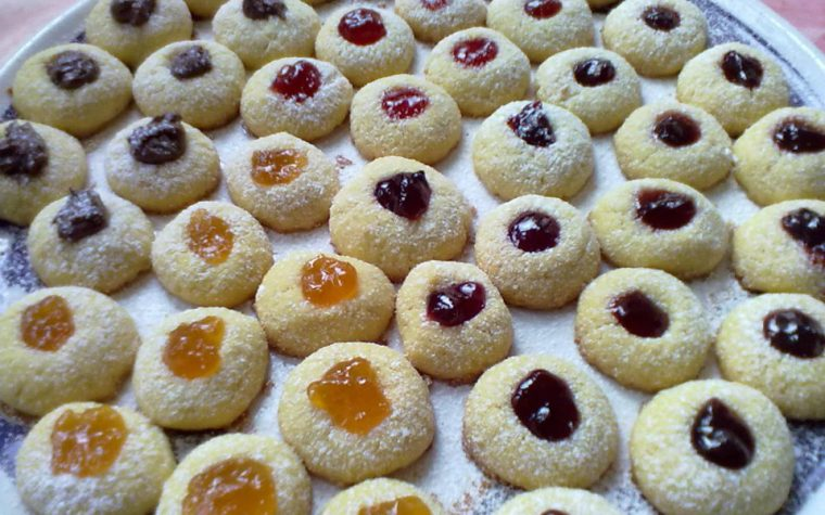 Biscottini al burro con marmellata e nutella