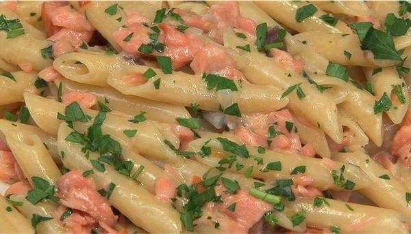 Penne al salmone e gamberetti, ricetta di pesce