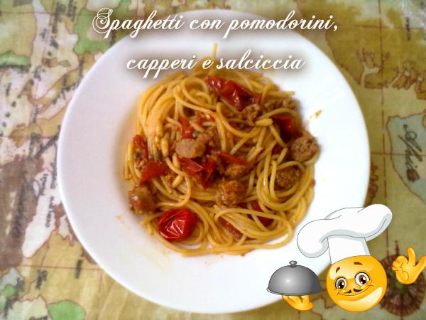 pasta con pomodorini, capperi e salsiccia