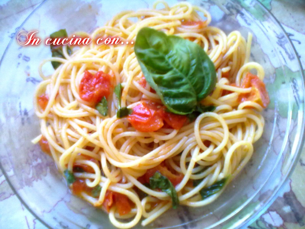 spaghetti piccanti con pomodoro e basilico