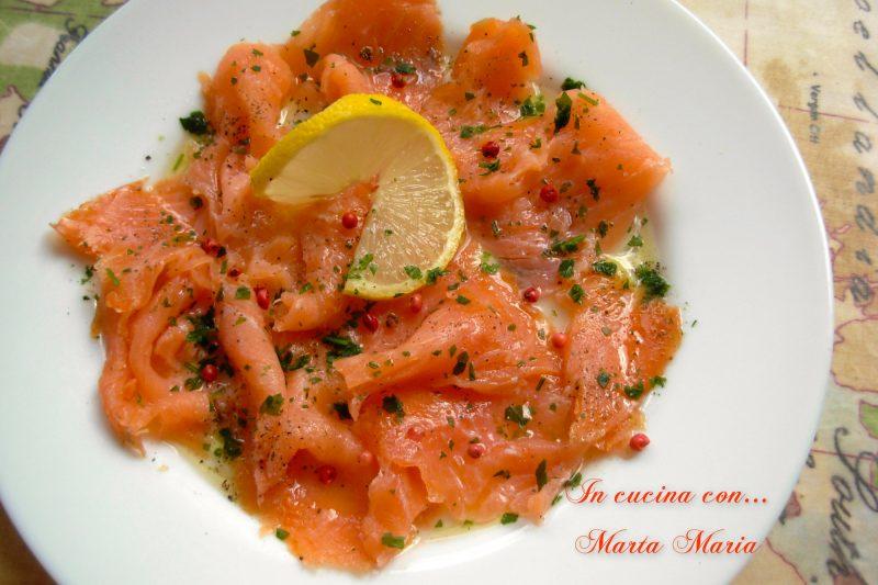 SALMONE MARINATO, ricetta di mare