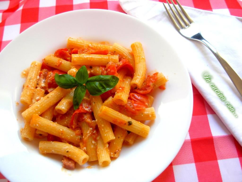 pasta con pomodorini, ricotta e stracciatella