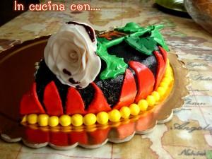 torta con rosa bianca