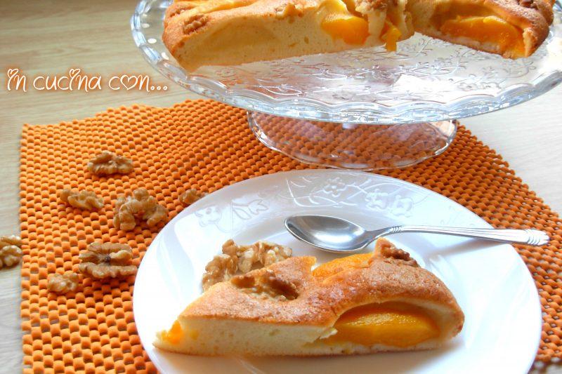 TORTA DI PESCHE SCIROPPATE E NOCI, ricetta veloce