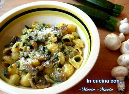 Pasta con zucchine e funghi
