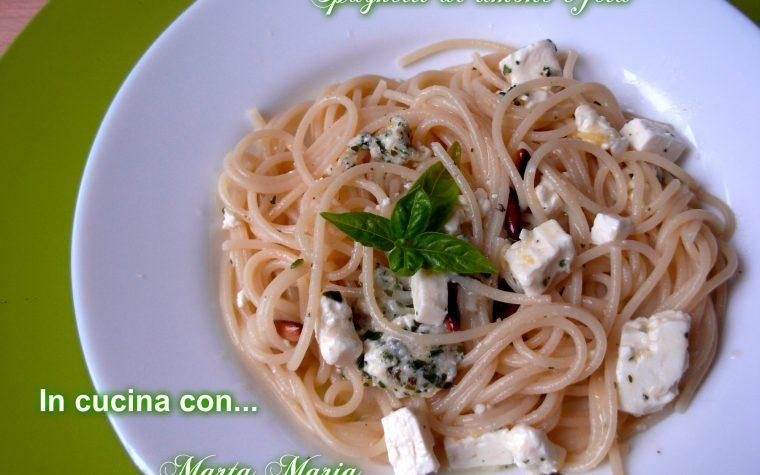 Spaghetti al limone e feta, ricetta veloce