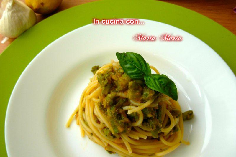 Spaghetti con asparagi e pesto di pomodori