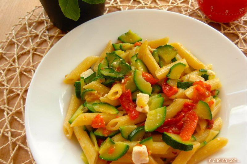 Penne zucchine e peperoni, ricetta facile