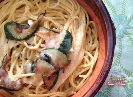 Spaghetti con zucchine in salsa di gorgonzola