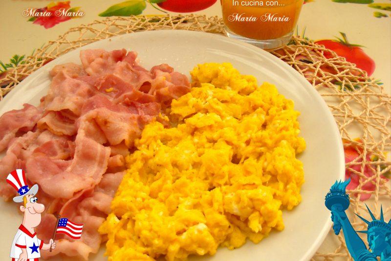 Uova strapazzate e bacon, ricetta facile