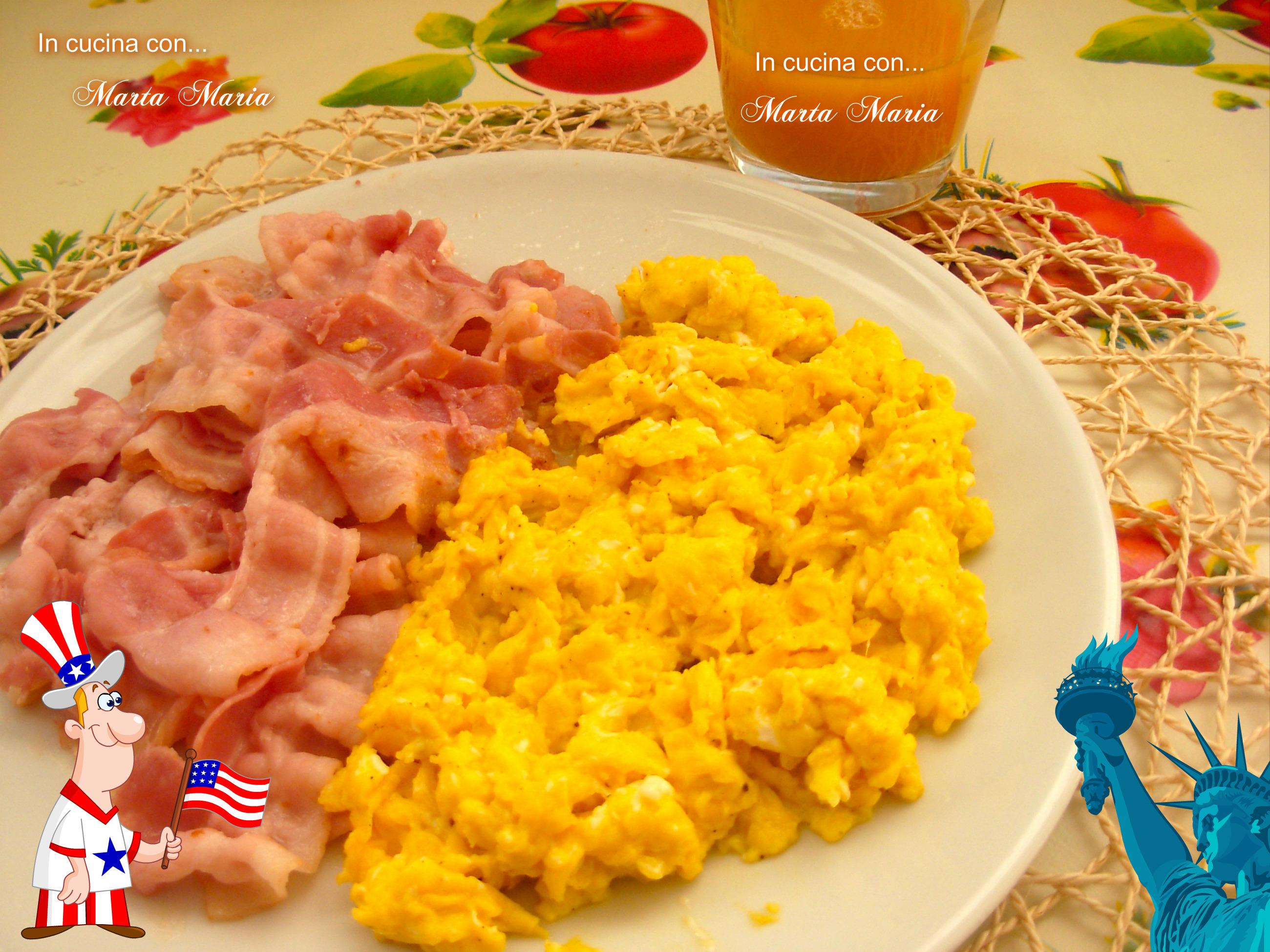 Ricetta Uova Strapazzate Con Pancetta.Uova Strapazzate E Bacon Ricetta Facile In Cucina Con Marta Maria
