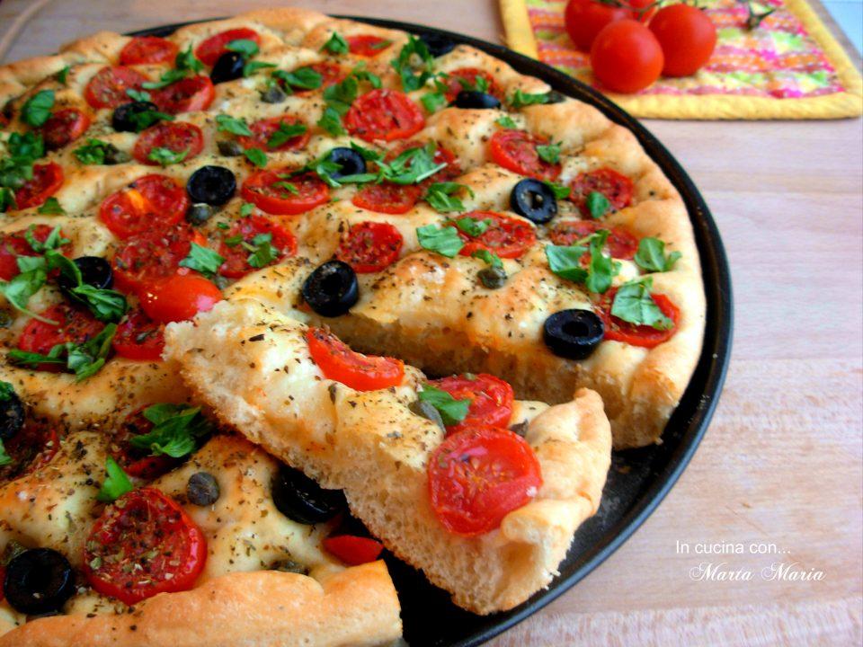 focaccia-con-pomodori-olive-e