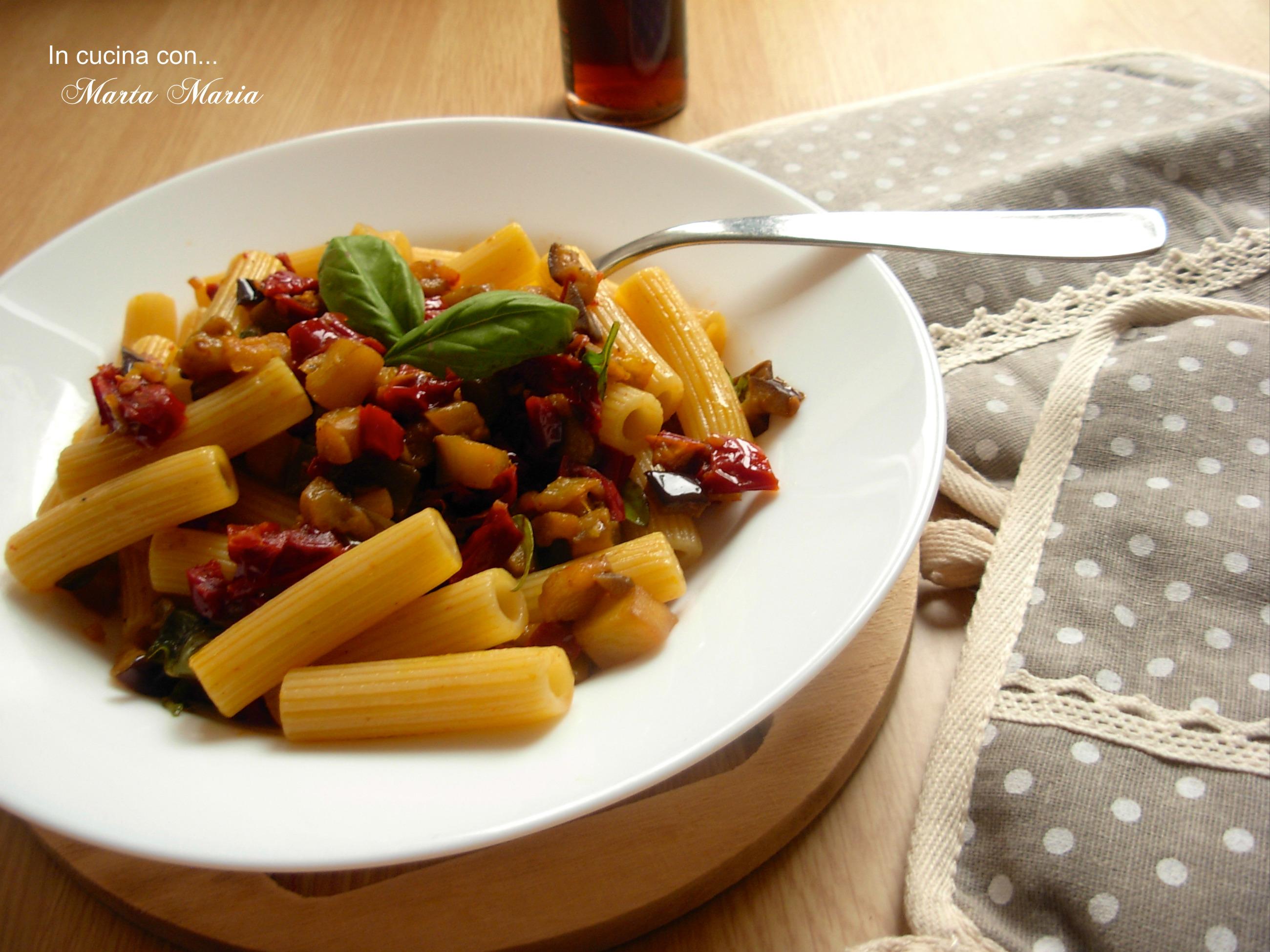 Pasta Con Melanzane E Pomodori Secchi Ricetta Facile In Cucina