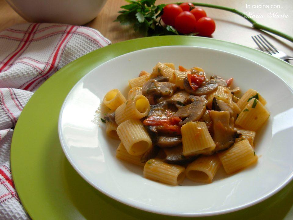 rigoloni-con-funghi-cardoncelli-e-pancetta