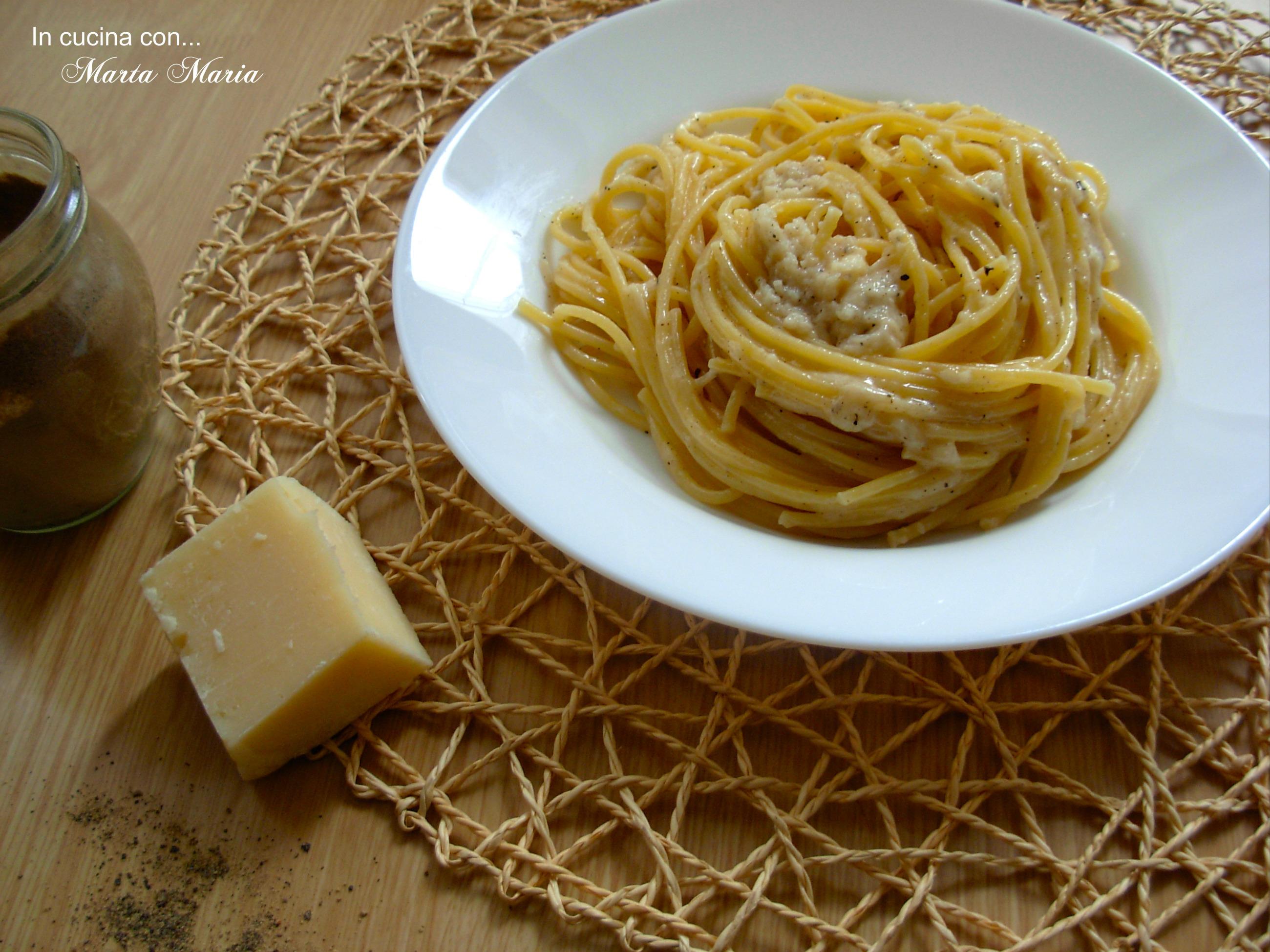 Spaghetti cacio e pepe, ricetta facile
