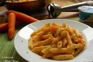 Pasta con carote e gamberetti