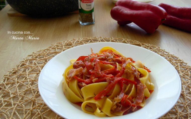 Pappardelle con julienne di peperoni e speck croccante