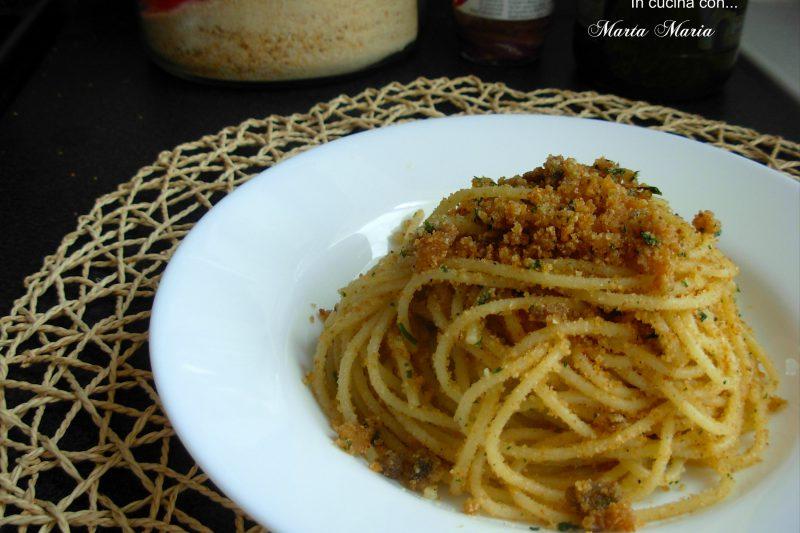 Spaghetti con la mollica, ricetta facile