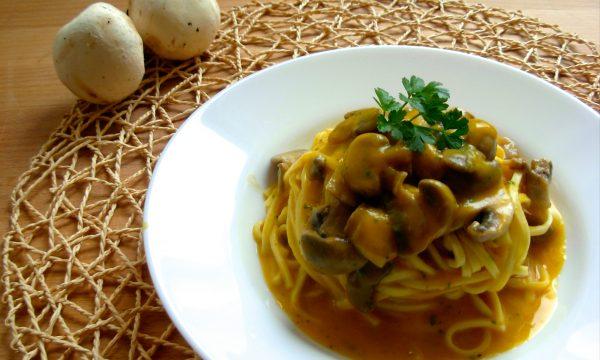 Tagliolini con zucca e funghi, ricetta facile