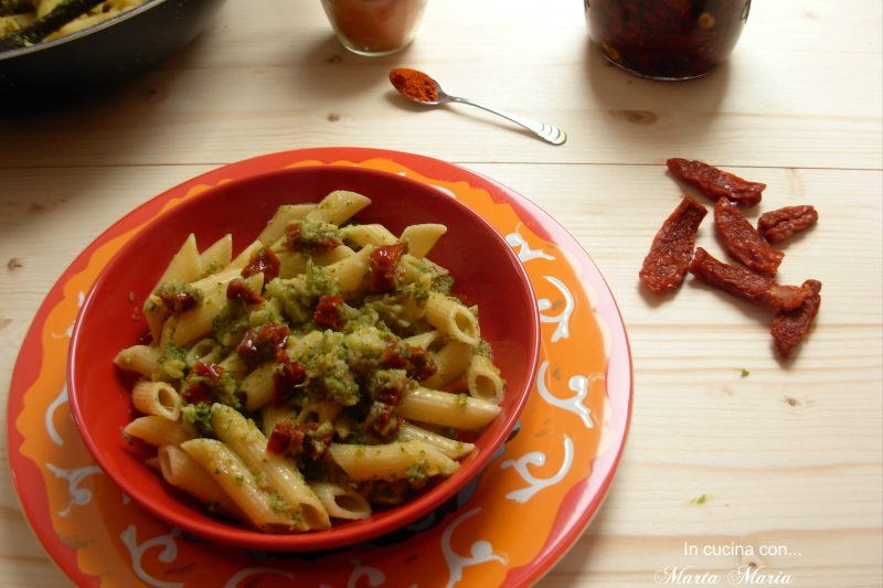 Penne con broccoli e pomodori secchi