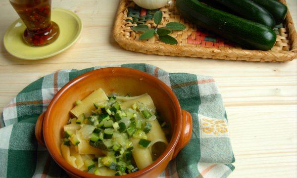 Paccheri con zucchine e salvia