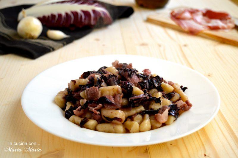 Gnocchi con radicchio e bacon croccante