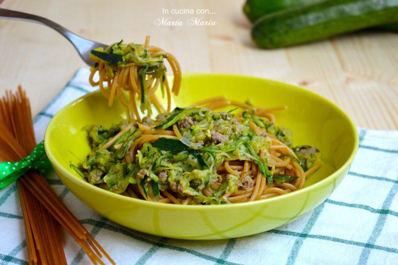 Spaghetti con macinato e zucchine, ricetta light