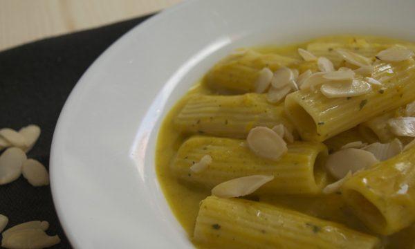 Pasta con crema di zucca zenzero e curcuma, ricetta vegana