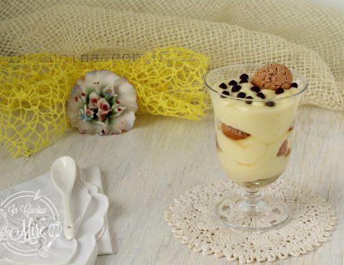 Coppa tiramisu con amaretti e cioccolato