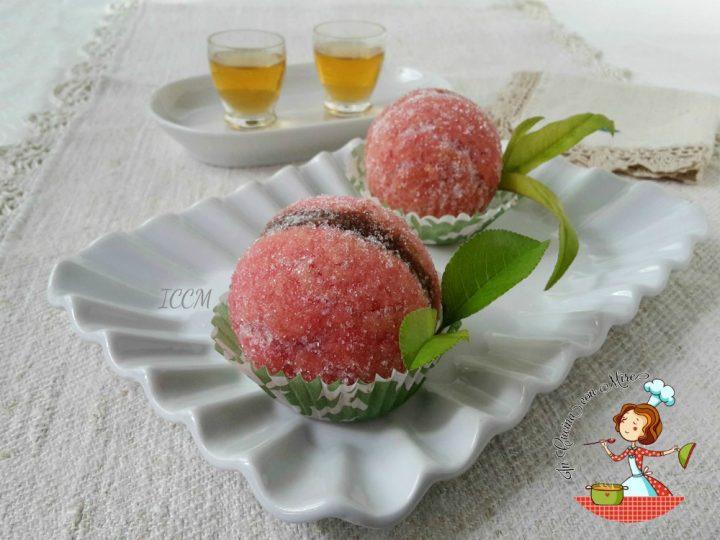 Pesche dolci ripiene di crema