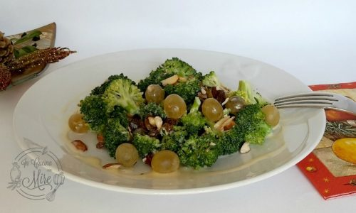 Insalata di broccoli e uva