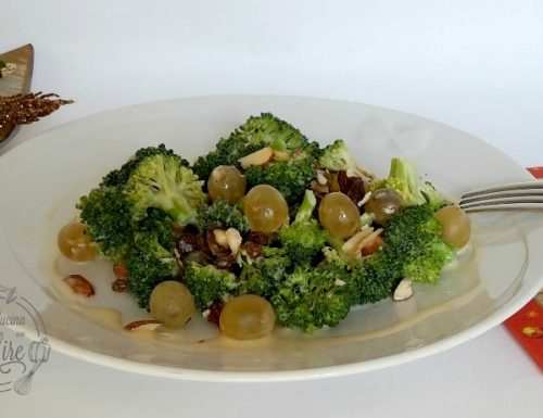 Insalata di broccoli e uva