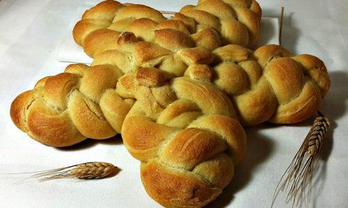 Stella intrecciata di pane