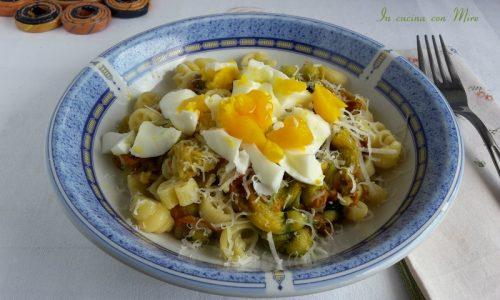 Pasta fiori di zucca e uova barzotte