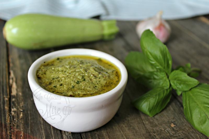 Pesto alle zucchine mandorle e noci