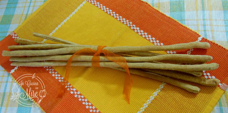 Grissini sottili e lunghi alle tre farine