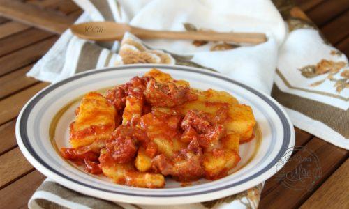 Polenta pasticciata con salsiccia e mozzarella