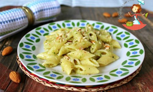 Pasta al pesto di zucchine e mandorle