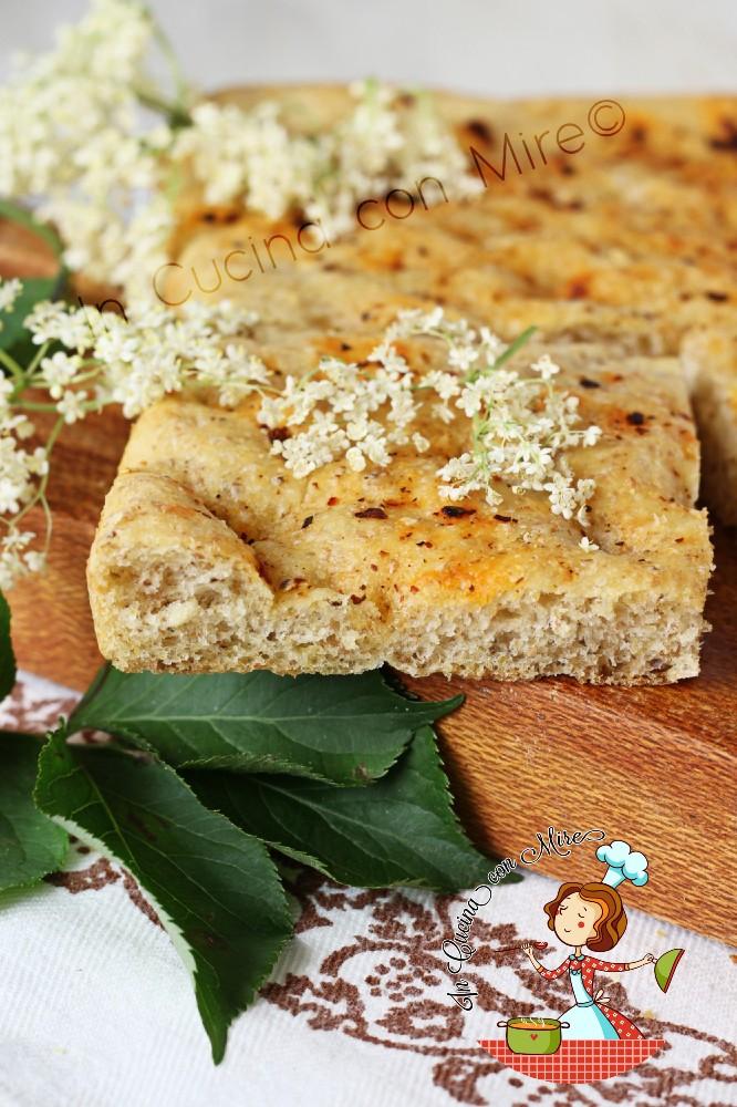 Focaccia con i fiori di sambuco - pitta cu maju